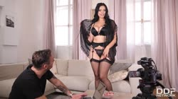 DDFNetwork - Kira Queen